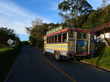 un chiva, vehicule de transport customise