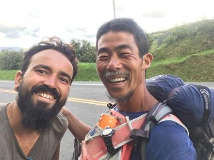 Ho sung lee, qui marche depuis le Chili jusqu´en Colombie